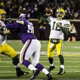 Packers Aaron Rogers throws a TD